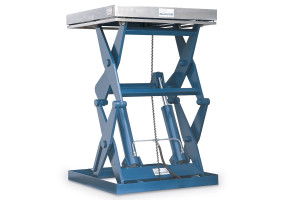 MSSPII-20-13/10: double-scissor lift table in painted steel; top platform in solid stainless steel. Maximum load: 2000 kg. Raised height: 1300 mm.