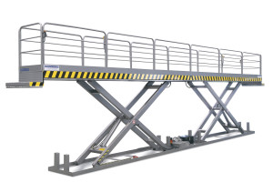 MSTTI 10-30/18: tandem scissor lift table. 100% stainless steel. Maximum load: 1000 kg. Top platform with access steps, handrails on all sides, and access gate with safety mechanism (lift table will not work if gate is open).