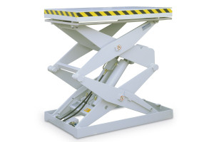 MSSAP-30-14/08: double-scissor lift table in painted steel. Maximum load: 3000 kg. Raised height: 1400 mm. Smooth top platform.
