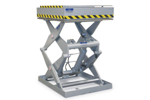 MSSAP-30-14/10: double-scissor lift table in painted steel. Maximum load: 3000 kg. Raised height: 1400 mm. Top platform moves sideways.