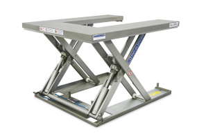 MSEI-20-09/12U. Low-profile lift table U-shaped fully built in stainless steel, maximum load: 2.000 Kg. Raised height: 900 mm, closed height: 90 mm, top platform dimensions 1200 mm x 1400 mm.