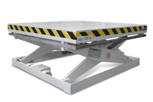 MS-20-09-07: single-scissor lift table in painted steel. Maximum load: 2000 kg. Raised height: 700 mm. Top platform: 1000 mm (W) x 1300 mm (L).