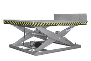 MSAP-60-21-22: single-scissor lift table in painted steel. Maximum load: 6000 kg. Raised height: 2100 mm. Manual lips.