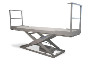 MSI-05-15/09: lift table in 100% stainless steel. Maximum load: 500 kg. Raised height: 1500 mm. Top platform fitted with added sections with side handrails.